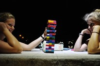 Auf die alten Zeiten: Jenga spielen mit Lucie