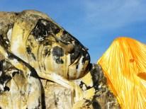 Wat Lokaya Sutharam mit der riesigen liegenden Buddha-Statue