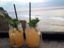 Cocktails und Sonnenuntergang im Single Fin