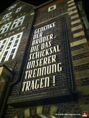 44-bremer-marktplatz-gedenke-der-bruder-tragen
