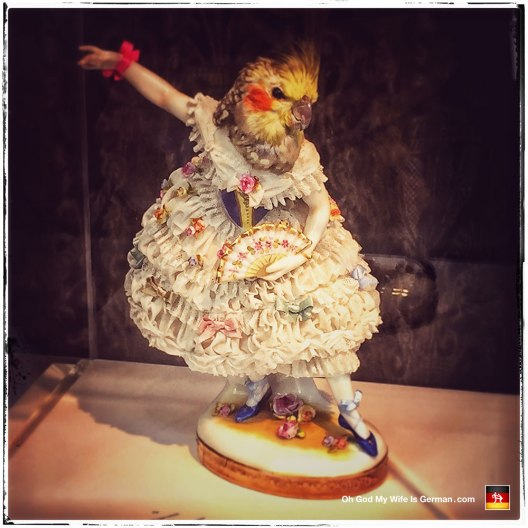 08-amsterdam-parrot-head-dancing-lady-figurine