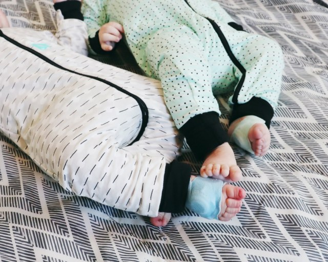 Get Your Babies To Sleep With Ease, Oh Happy Play, a Florida Motherhood blogger shares her twin bedtime routine! Check it out now!