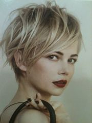 hot and sexy short blonde hairstyles