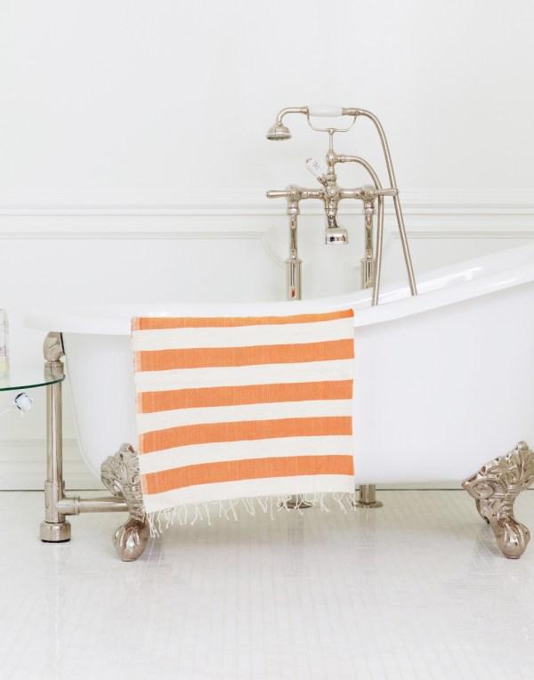 orange-beach-towel-on-tub1