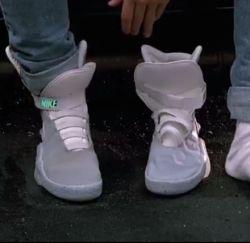 NIKE自動靴ヒモ