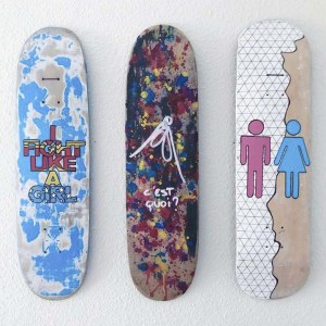 Skates relookés art feministe
