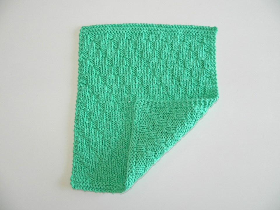 Diagonal stitch knitting pattern BLOCK 11 of 12 blocks Xmas knitted blanket OhLaLana dishcloth free pattern