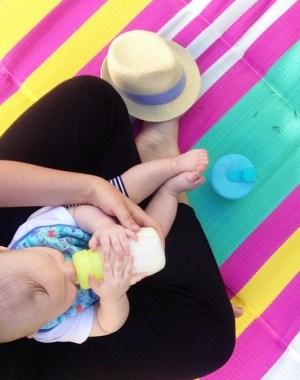 Good Moms Feed Their Babies However They Can | Bottle Feeding with Honest on Oh Lovely Day