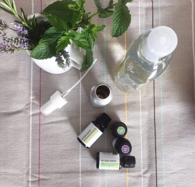 DIY all natural bug spray: easy, affordable, and it works! | ohlovelyday.com