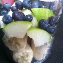Banánovo hruškovo borůvkové smoothie