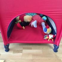 Lezení přes překážky - do domečku mezi hračky