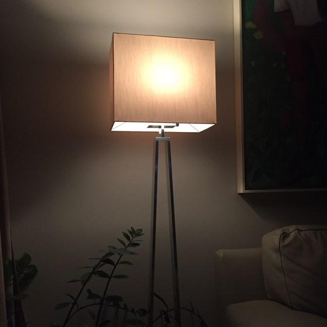 Nová lampa s LED žárovkou do obývacího pokoje