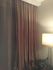 Obývací pokoj - organzové záclony a bavlněné závěsy