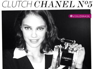 clutch chanel n 5 exposição the little black jacket chanel bolsa transparente perfume chanel tendência blog de moda oh my closet