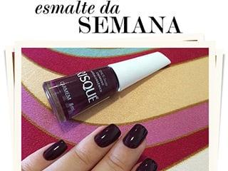 Mais um esmalte novo no blog Oh My Closet! A blogueira Mônica Araújo mostra como fica nas unhas o Carmem da Risqué.