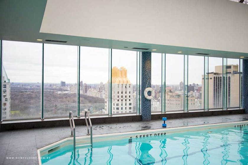 Vista da piscina do hotel Parker New York.