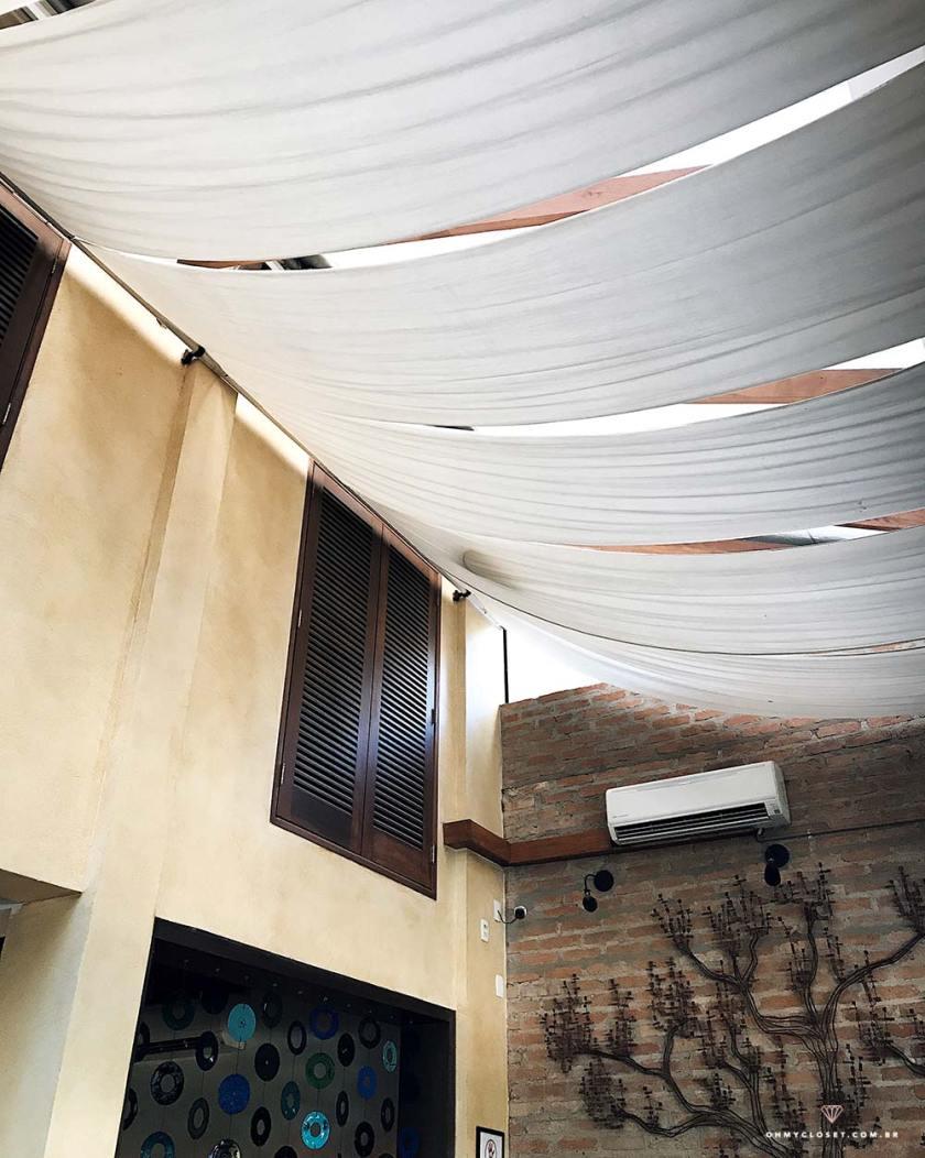 Interior do restaurante Insatala, na Alameda Campinas.