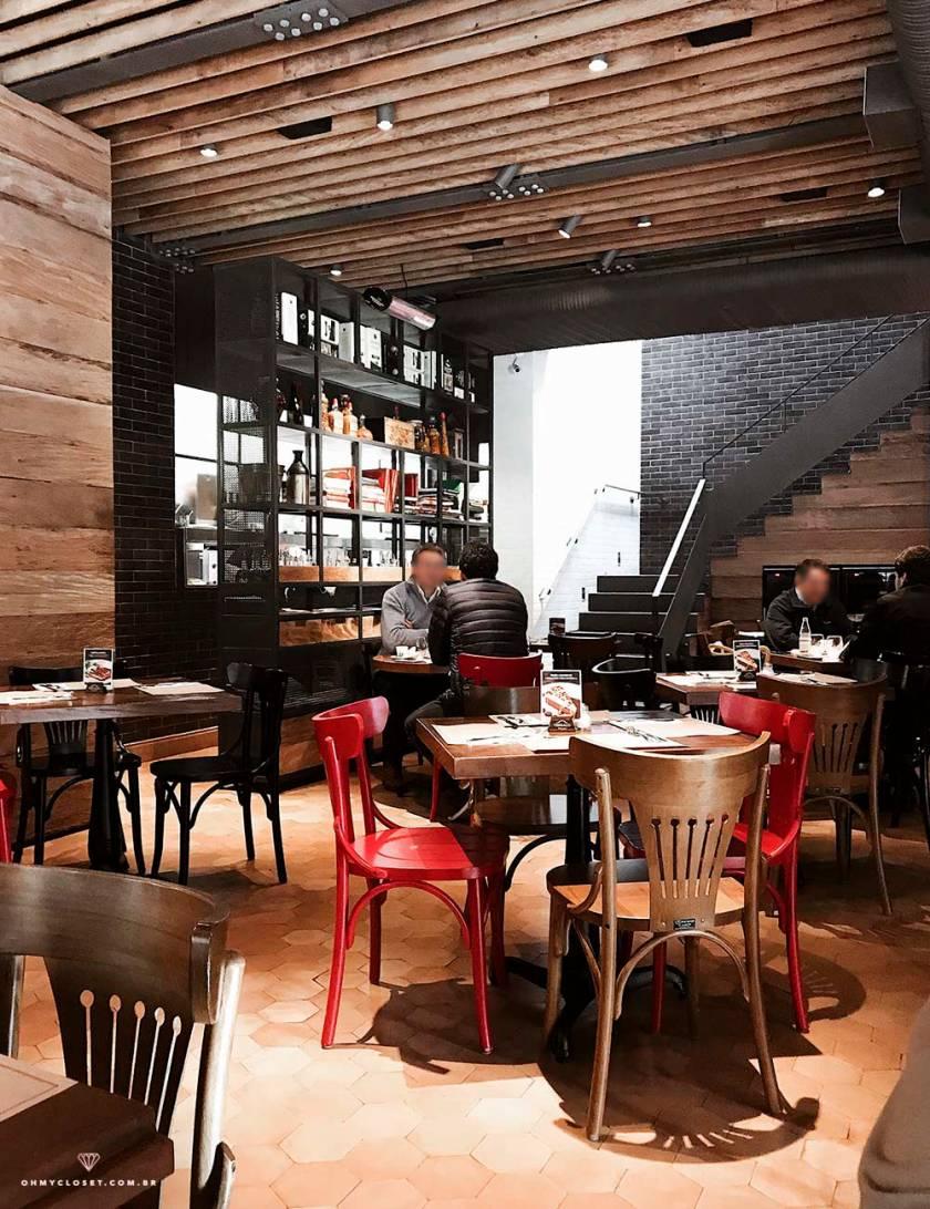 Interior do restaurante Terraço Insalata em SP.