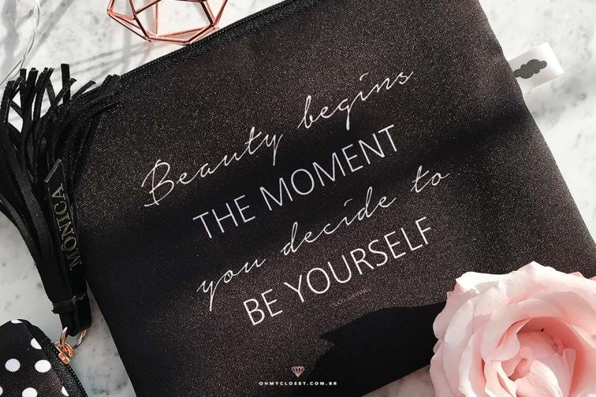 Nécessaire com frase da Coco Chanel. Dica de presente da Nita Faco.