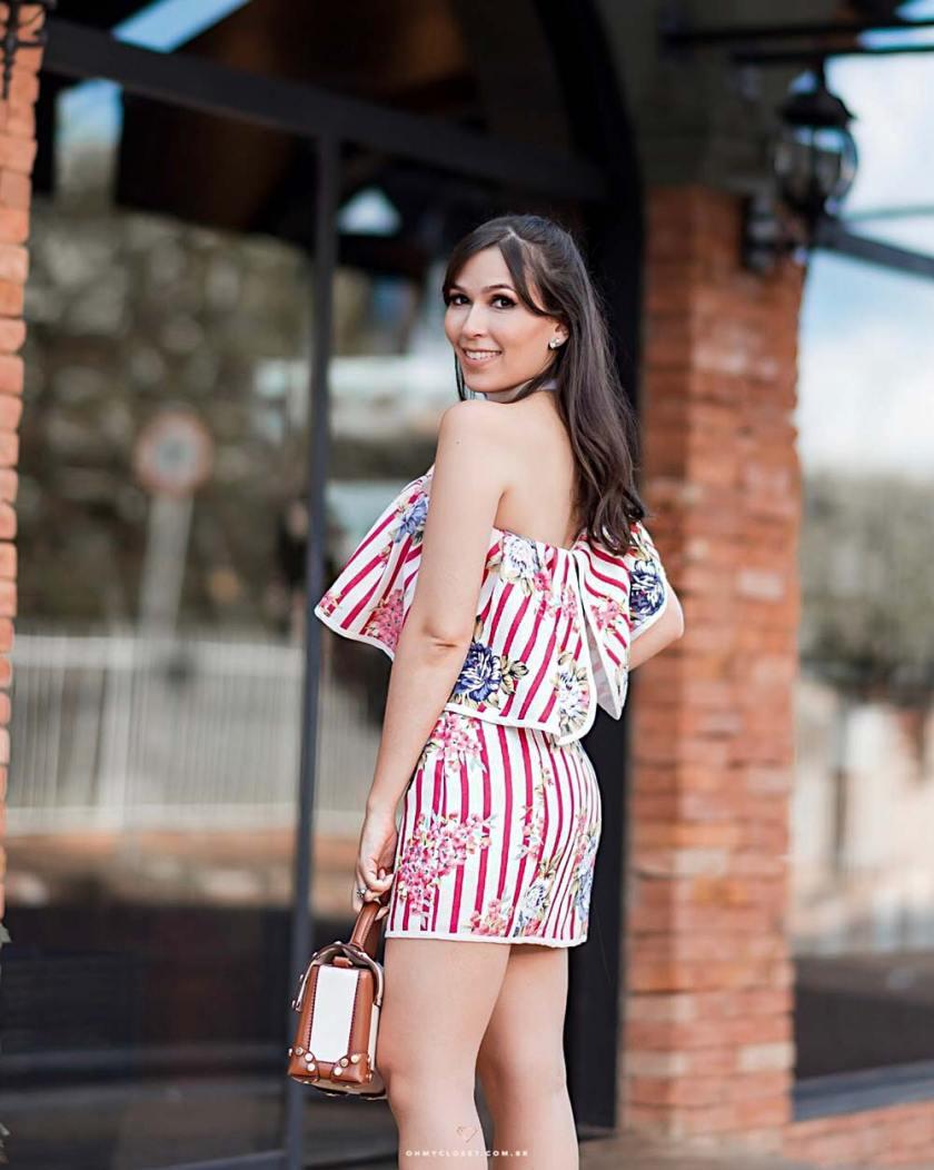 Detalhes do vestido S Club com a blogueira Mônica Araújo.