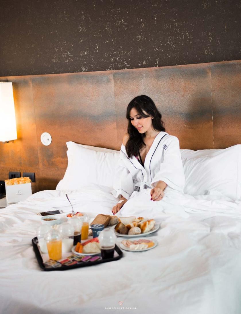 Cafe da manhã na cama é perfeito no hotel