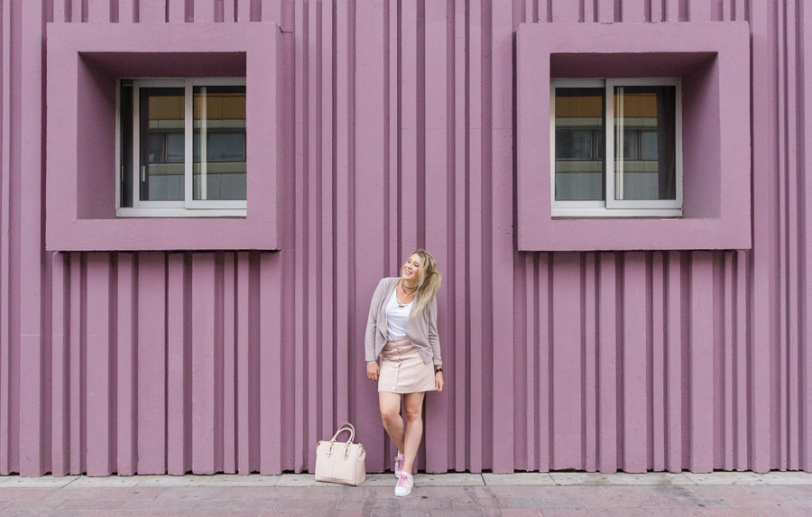 look blog mode style jupe boutons pression mur rose beaugrenelle blogueuse fashion
