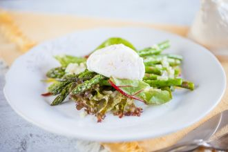Poached egg aspergus salad - The perfect date-night menu