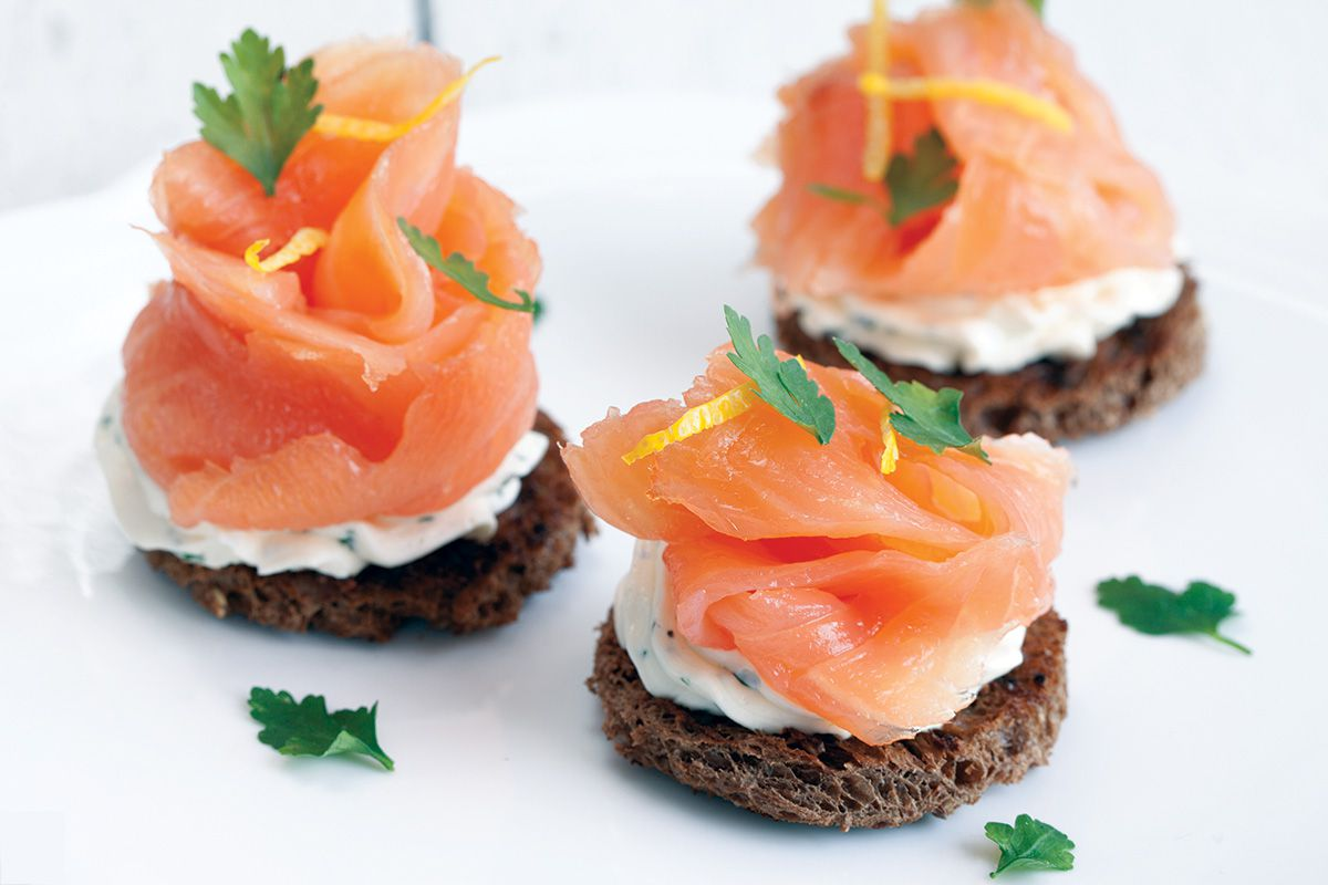 kitchen aid mixing bowl table top smoked salmon with herb cheese toast - ohmydish.com