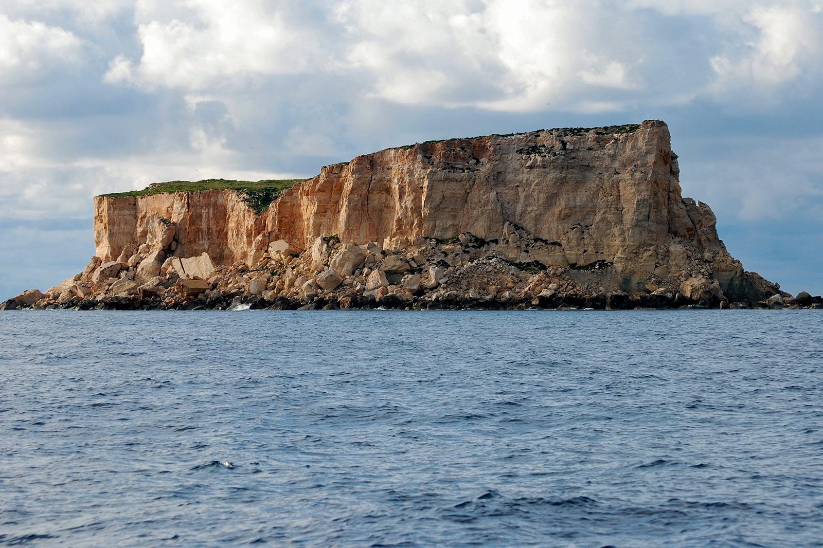 A tour around Filfla with Heritage Malta