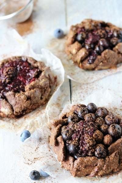 glutenvrije galette met chocolade en blauwe bessen