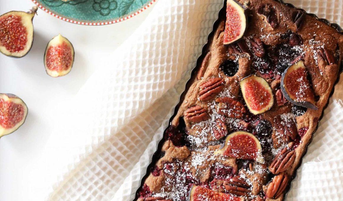 Ontbijtcake met vijgen en blauwe bessen