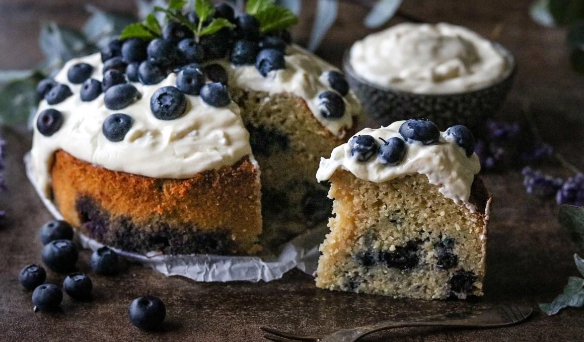 Glutenvrije ontbijttaart met blauwe bessen