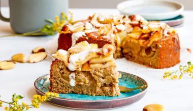 Ontbijttaart met appel en rozijnen