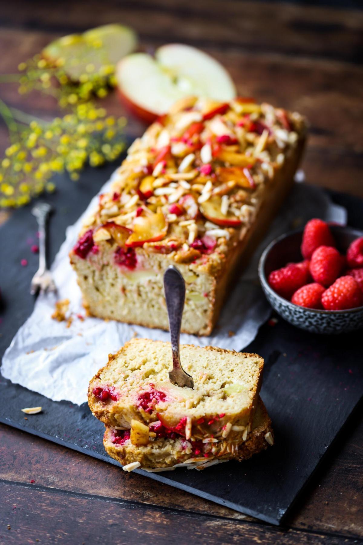 Glutenvrije cake met appel en frambozen