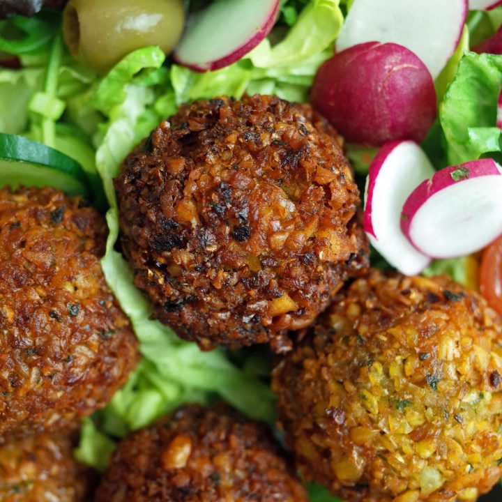 4 Falafels on a plate with Salad