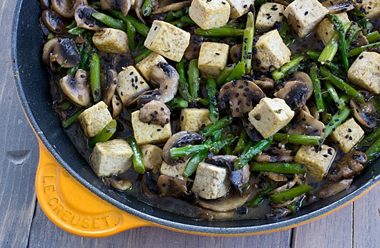 Ginger-Sesame Tofu with Asparagus and Mushrooms