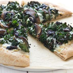 Portobello Pizza with Roasted Garlic Sauce & Kale