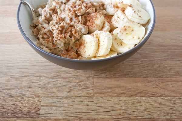 Old-Fashioned Rolled Oats with Almond Milk and Banana