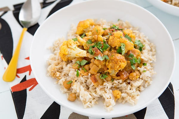 Cauliflower and Chickpea Coconut Curry | www.ohmyveggies.com