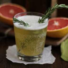 Grapefruit Rosemary Kombucha and Delicious Probiotic Drinks | www.theroastedroot.net