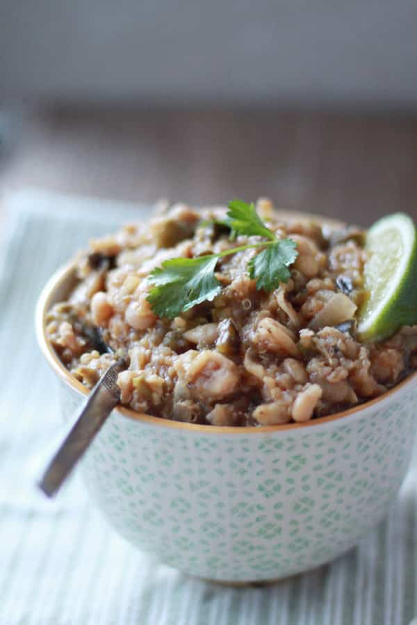 Slow Cooker Quinoa White Chili with Roasted Poblanos