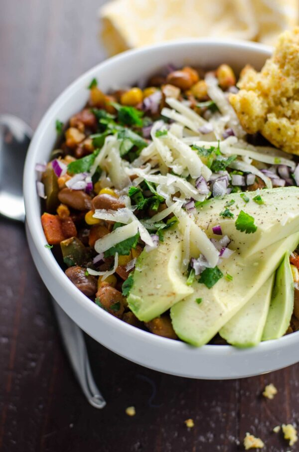 SMOKY VEGETARIAN CHILI RECIPE WITH PINTO BEANS AND CORN