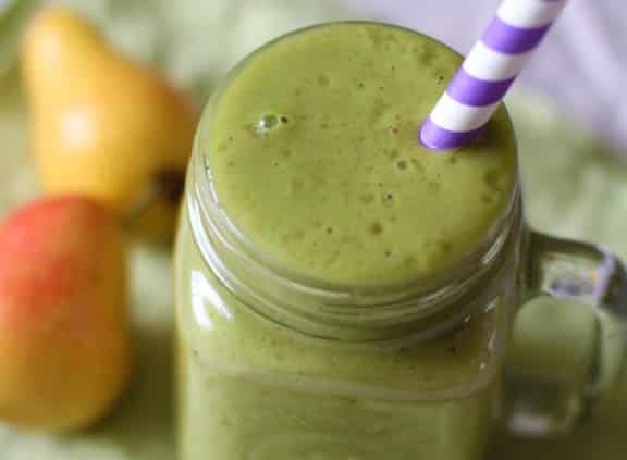 20 Healthy Green Smoothie Recipes: Yellow Pear and Spinach Smoothie