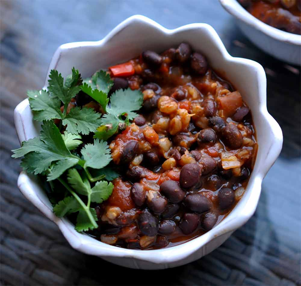 17 of the Best Vegetarian Chili Recipes: Slow Cooker Black Bean Chili