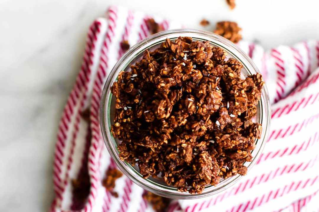 18 Irresistible Recipes for Homemade Granola: Oil-free Chocolate Coocnut Granola
