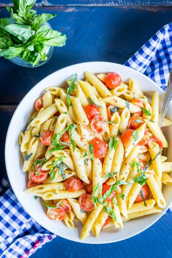 18 Vegetarian One-Pot Pasta Recipes for Busy Weeknights: One-Pot Creamy Vegan Caprese Pasta