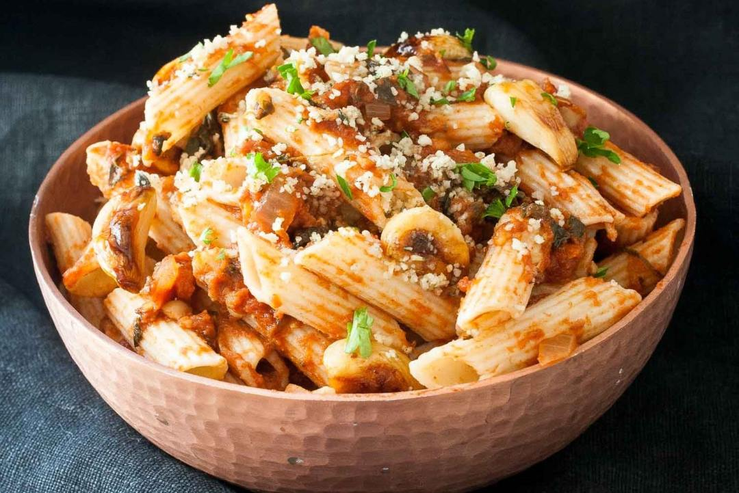 Chickpeas in Spicy Smoked Tomato Sauce with Penne