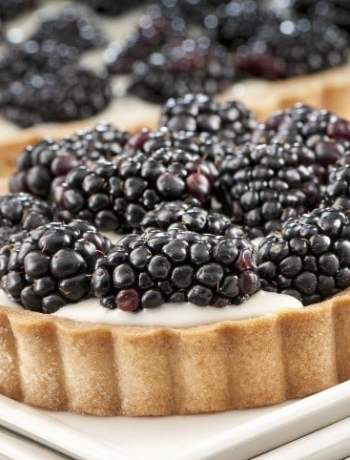 blackberry tart with mascarpone filling