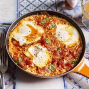 Shashuka-Style Baked Eggs in Tomato Salsa