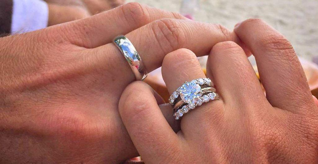 How To Wear Wedding Rings: Rules for Your Ring Finger